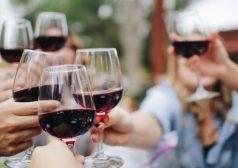 קבוצת משיקה כוסות יין לחיים